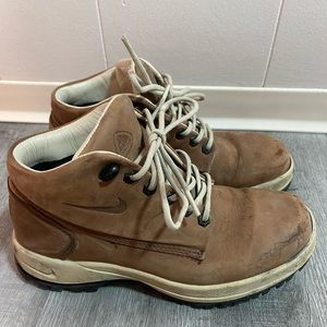 Nike Woman's Hiking Boots Shoes Size 7.5